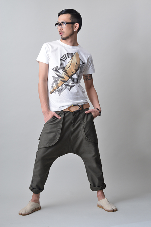 "T-shirt #25 ""A Wooden Sword with Five Rings""<br>Double-hoe #2<br>Leather Belt<br>Kagero<br>Juzu Bracelet"