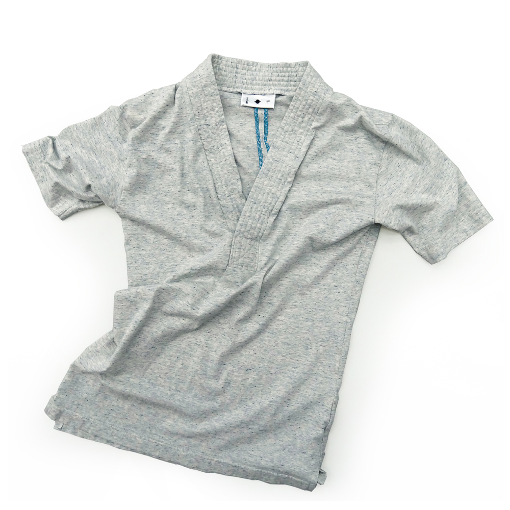 "<div style=""width:60px;display:inline-block;"">model</div> T-shirt #46<br><div style=""width:60px;display:inline-block;"">color</div> frost gray<br><div style=""width:60px;display:inline-block;"">material</div> cotton<br><div style=""width:60px;display:inline-block;"">price</div> 9,800JPY(+tax)"