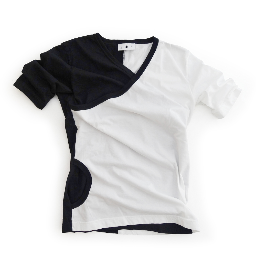 "<div style=""width:60px;display:inline-block;"">model</div> T-shirt #44 ""side-switch""<br><div style=""width:60px;display:inline-block;"">material</div> cotton<br><div style=""width:60px;display:inline-block;"">price</div> 9,800JPY(+tax)"
