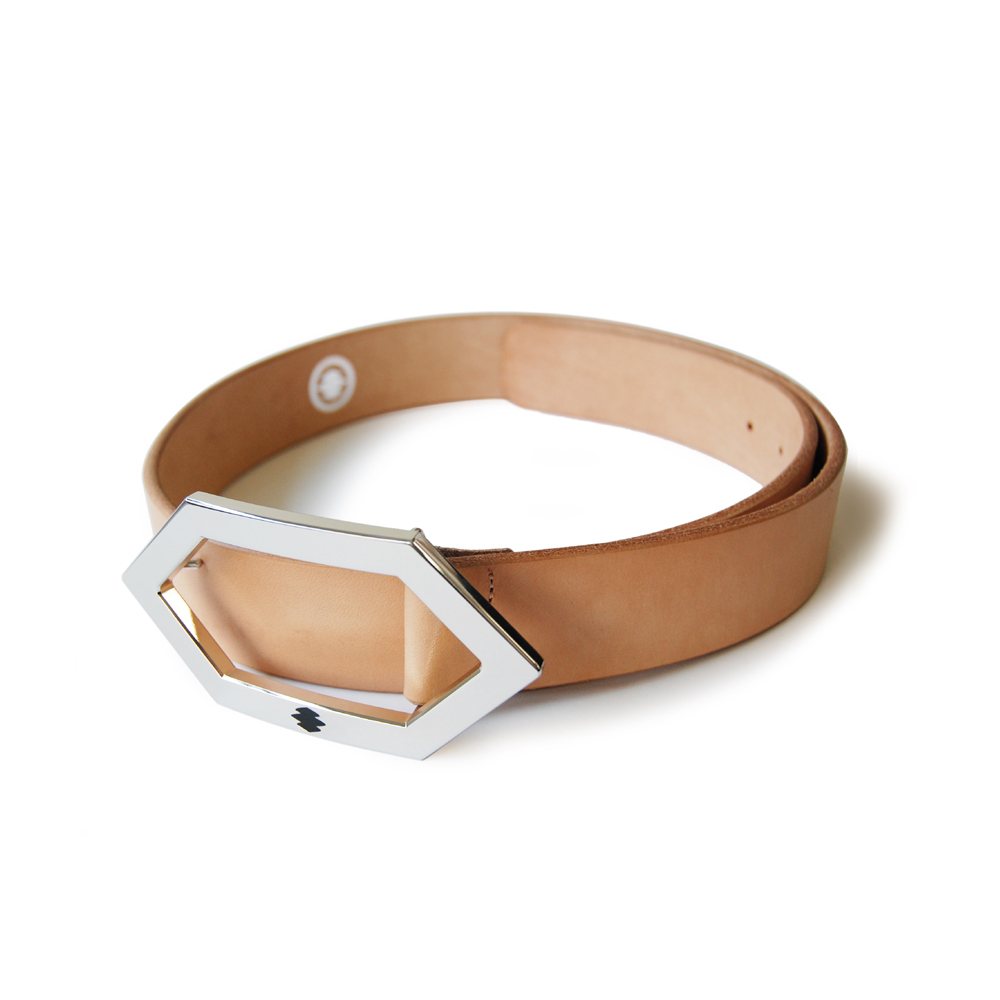 "<div style=""width:60px;display:inline-block;"">model</div> Leather Belt<br><div style=""width:60px;display:inline-block;"">color</div> beige<br><div style=""width:60px;display:inline-block;"">material</div> leather<br><div style=""width:60px;display:inline-block;"">price</div> 18,000JPY(+tax)"