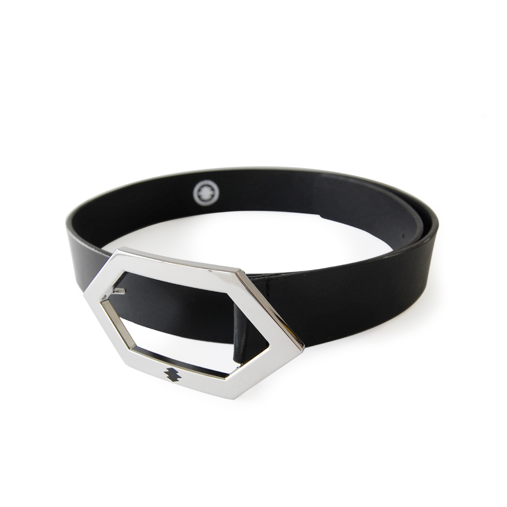 "<div style=""width:60px;display:inline-block;"">model</div> Leather Belt<br><div style=""width:60px;display:inline-block;"">color</div> black<br><div style=""width:60px;display:inline-block;"">material</div> leather<br><div style=""width:60px;display:inline-block;"">price</div> 18,000JPY(+tax)"