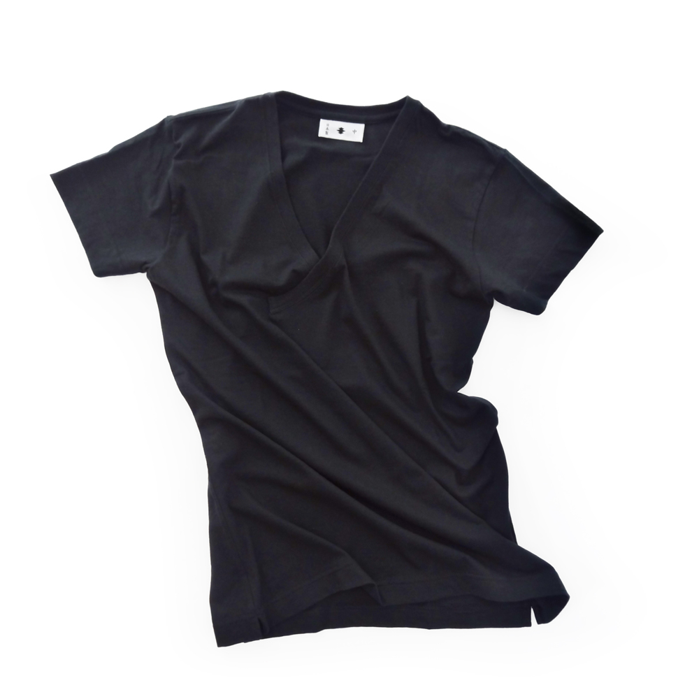 "<div style=""width:60px;display:inline-block;"">model</div> T-shirt #51<br><div style=""width:60px;display:inline-block;"">color</div> black<br><div style=""width:60px;display:inline-block;"">material</div> cotton<br><div style=""width:60px;display:inline-block;"">price</div> 6,800JPY(+tax)"