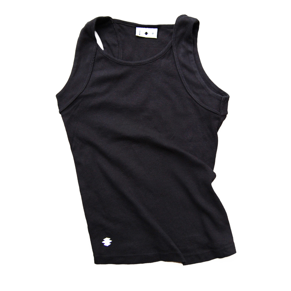 "<div style=""width:60px;display:inline-block;"">model</div> Donburi Tank<br><div style=""width:60px;display:inline-block;"">color</div> black<br><div style=""width:60px;display:inline-block;"">material</div> cotton<br><div style=""width:60px;display:inline-block;"">price</div> 6,800JPY(+tax)"