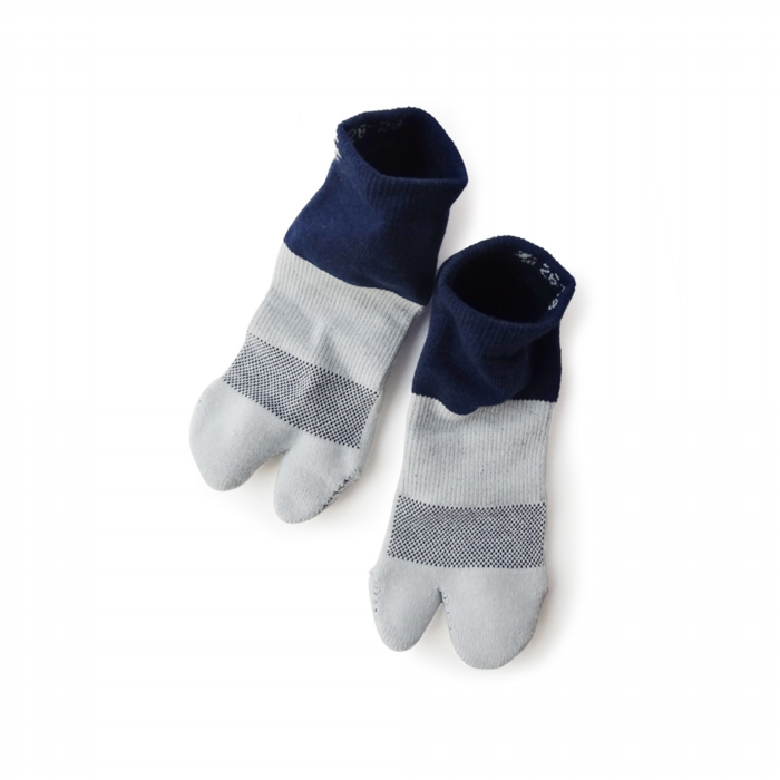 "<div style=""width:60px;display:inline-block;"">model</div> Tabi Socks<br><div style=""width:60px;display:inline-block;"">color</div> saxe blue and indigo<br><div style=""width:60px;display:inline-block;"">material</div> cotton, polyester, polyurethane, etc <br><div style=""width:60px;display:inline-block;"">price</div> 2,000JPY(+tax)"