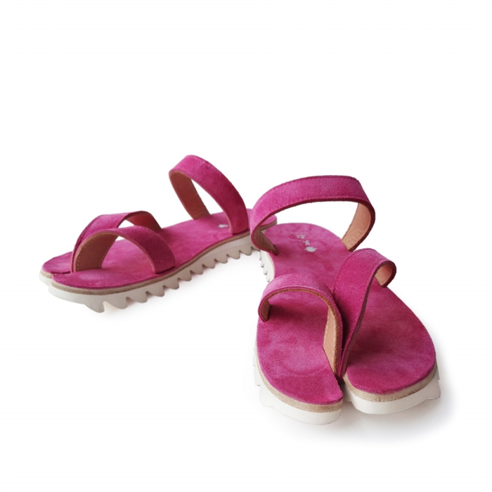 "<div style=""width:60px;display:inline-block;"">model</div> Tabi Sandals<br><div style=""width:60px;display:inline-block;"">color</div> peony<br><div style=""width:60px;display:inline-block;"">material</div> leather<br><div style=""width:60px;display:inline-block;"">price</div> 24,000JPY(+tax)"