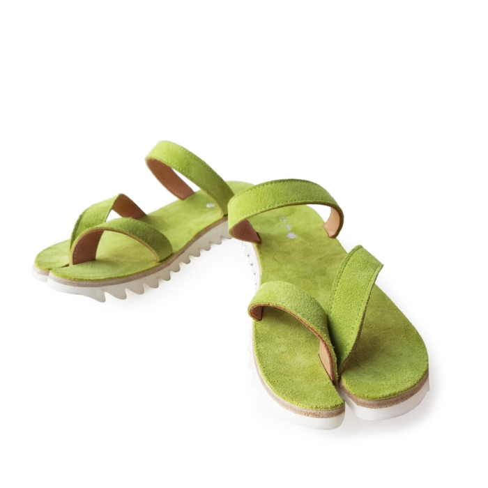 "<div style=""width:60px;display:inline-block;"">model</div> Tabi Sandals<br><div style=""width:60px;display:inline-block;"">color</div> lime green<br><div style=""width:60px;display:inline-block;"">material</div> leather<br><div style=""width:60px;display:inline-block;"">price</div> 24,000JPY(+tax)"