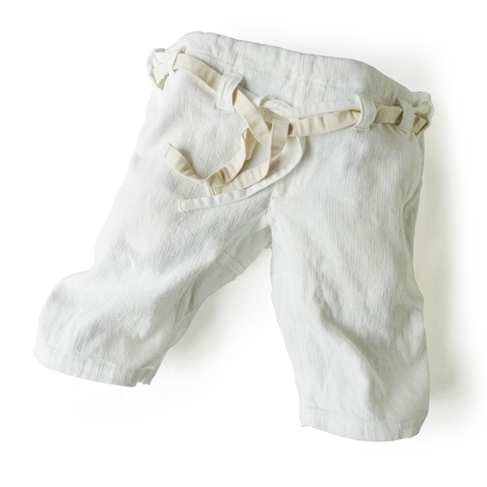 "<div style=""width:60px;display:inline-block;"">model</div> Karate Pants #14<br><div style=""width:60px;display:inline-block;"">color</div> white<br><div style=""width:60px;display:inline-block;"">material</div> 77% cotton, 23% linen<br><div style=""width:60px;display:inline-block;"">price</div> 16,000JPY(+tax)"
