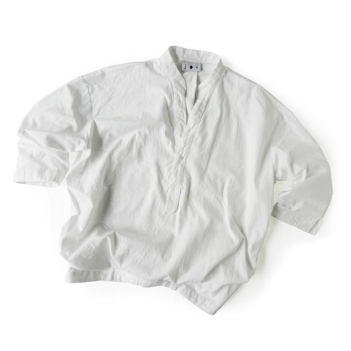 "<div style=""width:60px;display:inline-block;"">model</div> Open-collar Pullover Shirt<br><div style=""width:60px;display:inline-block;"">color</div> white<br><div style=""width:60px;display:inline-block;"">material</div> cotton<br><div style=""width:60px;display:inline-block;"">price</div> 16,000JPY(+tax)"