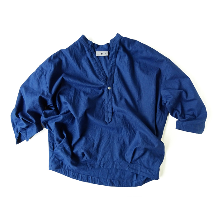 "<div style=""width:60px;display:inline-block;"">model</div> Open-collar Pullover Shirt<br><div style=""width:60px;display:inline-block;"">color</div> indigo<br><div style=""width:60px;display:inline-block;"">material</div> cotton<br><div style=""width:60px;display:inline-block;"">price</div> 16,000JPY(+tax)"